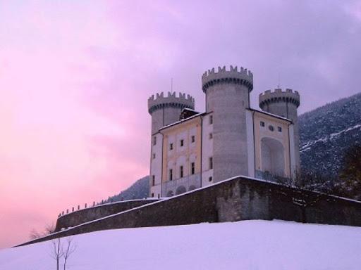 """""""Facciamo luce sulla fibromialgia"""": anche in Valle d'Aosta numerosi monumenti si illuminano di viola"""